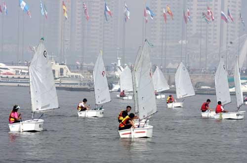 奥帆中心再现千帆竞发 国际青少年帆船赛开赛