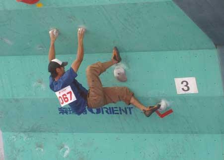 第十七届全国攀岩锦标赛选手赛场走笔(图)