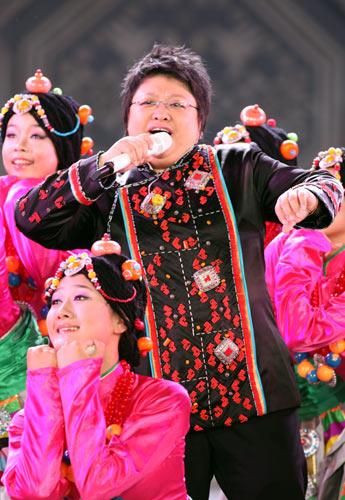 韩红与母亲雍西深情对唱歌曲《归来》(组图)