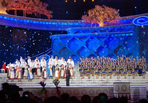 捷克布拉格之春与武鸣尼达妮合唱团合作表演(组图)