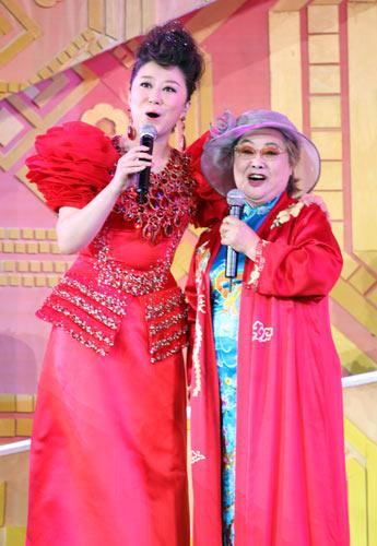 吴娜与郭兰英老师唱响《我的祖国》(组图)