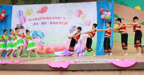 南宁共南小学 六一 艺术节展现最炫民族风
