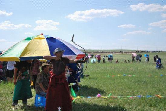 西乌珠穆沁旗人民那达慕射箭比赛拉开帷幕