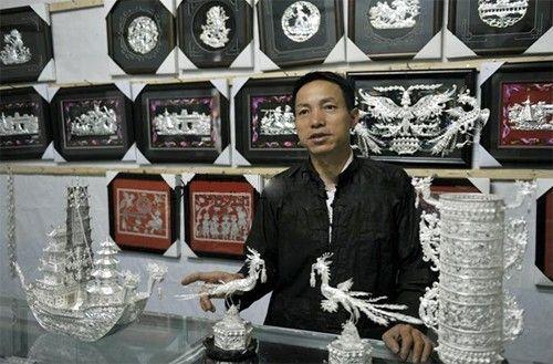 凯里民族工艺品市场蓬勃发展 银饰刺绣热销六地