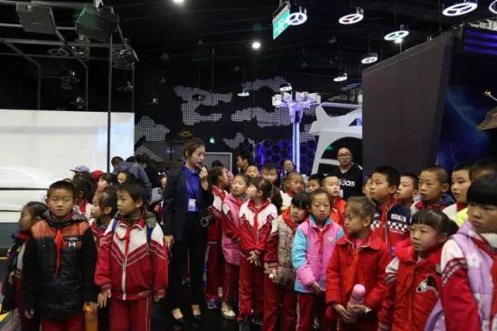内蒙古科技馆迎来梦之翼课外实践活动