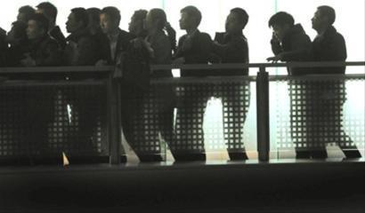 上海:多房产交易中心通宵工作 二手房市现拐点