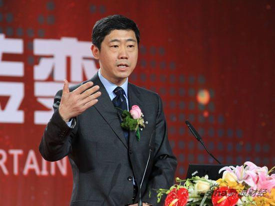 """2010CCTV中国经济年度论坛""于2011年1月18日在北京举行。主题为:全球变局中的中国转变。上图为央行货币政策委员会委员李稻葵。(图片来源:新浪财经 陈鑫 摄)"