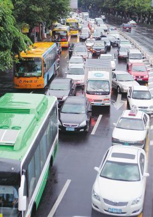 """海南""""堵城""""如何破局 转变交通模式发展公交"""