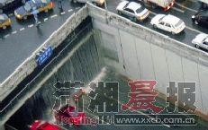 网友调侃暴雨致北京严重积水:带你到故宫看海