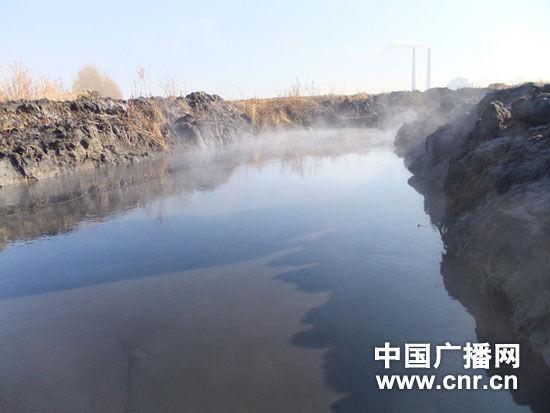 黑龙江穆棱河遭排污变黑 环保局称达标(组图)