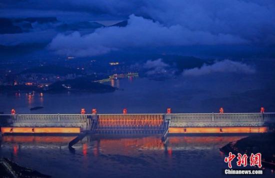 """三峡大坝首次整体""""点亮""""夜景美不胜收"""