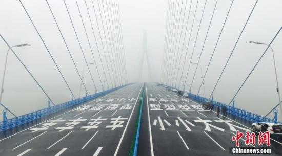 长江上最宽的大桥武汉沌口大桥建成通车