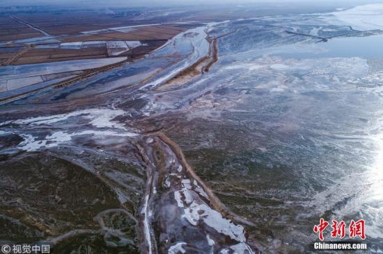 黄河宁夏石嘴山段出现冰封景观
