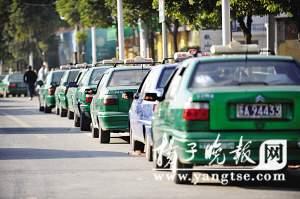 南京海福巷出租车加气排队两公里