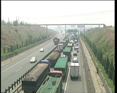 京张高速被称造价30亿停车场堵车已影响工农业