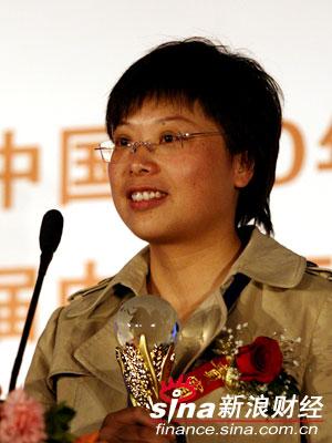 图文:杭州解百集团副总经理谢雅芳代表