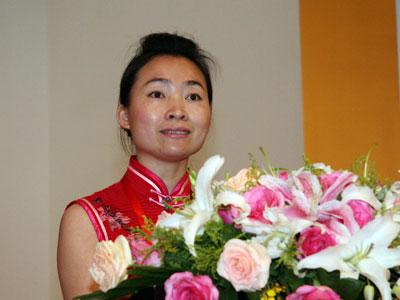 图文:孔子国际首席代表张洁发表获奖感言