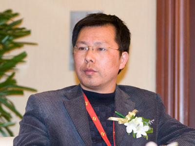 图文:华夏经济社会发展研究中心主任饶锦兴