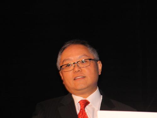 """""""2010(第八届)中国并购年会""""于11月25日在上海举行。上图为并购公会第五届轮值主席卢伯卿。(图片来源:新浪财经 王霄 摄)"""
