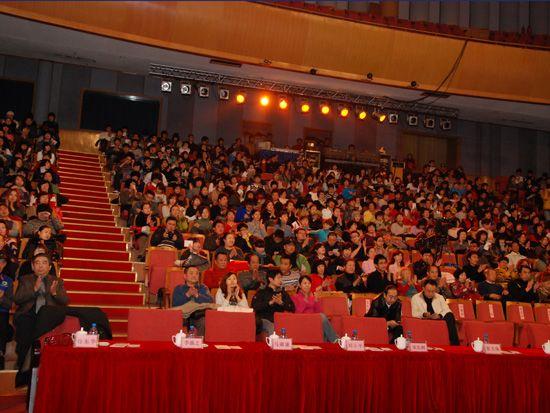 2010年12月15日,中央电视台《CCTV经济生活大调查》城市推广活动的第二站来到了大连。图为观众席座无虚席。