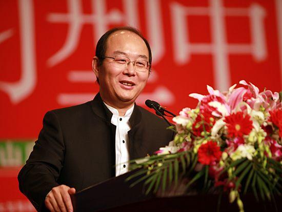 第十一届学习型中国-世纪成功论坛于2010年12月30日/31日-2011年1月3日在北京九华山庄隆重举办。 上图为学习型中国促进会主席、中国企业家俱乐部执行主席刘东华。(图片来源:新浪财经 梁斌 摄)
