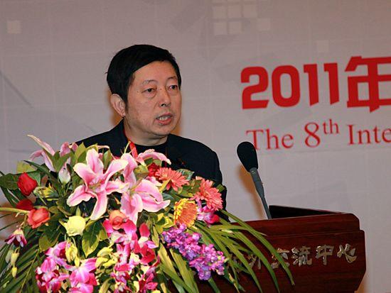 """""""第八届中国文化产业新年论坛""""于2011年1月8日-9日在北京召开。上图为中国艺术研究院院长助理、文化发展战略研究中心主任贾磊磊。(图片来源:新浪财经 梁斌 摄)"""