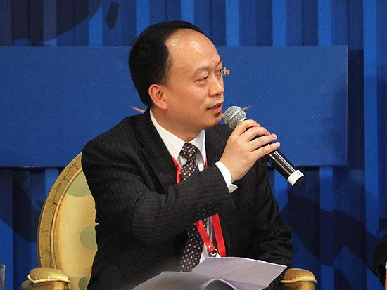 """""""博鳌亚洲论坛2011年年会""""于2011年4月14日-16日举行。上图为《南方周末》执行总编向熹。(图片来源:新浪财经 梁斌 摄)"""