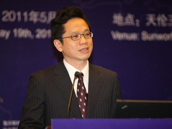 """""""2011中国金融高峰论坛""""于2011年5月18日-19日在北京举行。上图为台湾证券交易所副总经理简立忠。(图片来源:新浪财经 梁斌 摄)"""