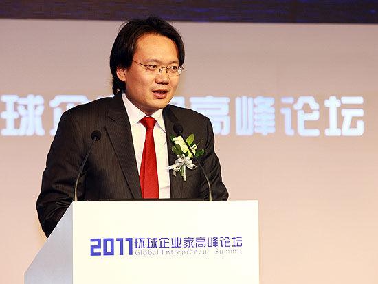 21世纪经济报道创始人、总编,《环球企业家》杂志发行人刘洲伟致辞(新浪财经 陈鑫 摄)
