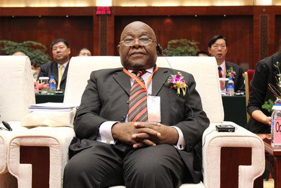 """""""第五届(2012)全球外包大会""""于7月26日-29日在云南省昆明市举办。上图为亚太总裁协会全球副会长、加纳议会第二副议长迈克尔-欧奎耶。(图片来源:新浪财经)"""
