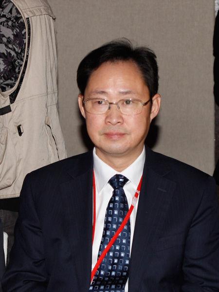 """2012年11月30日,由《英才》杂志发起,联合新浪网、北京青年报等主流媒体,共同举办的""""2012(第十二届)中国年度管理大会""""在北京举行。图为中国铝业公司总经理熊维平。(图片来源:新浪财经)"""