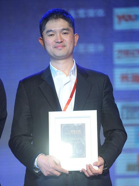"""""""第四届中国行业领袖论坛""""于2012年12月15日在上海举行。上图为融道网CEO周汉。(图片来源:新浪财经)"""
