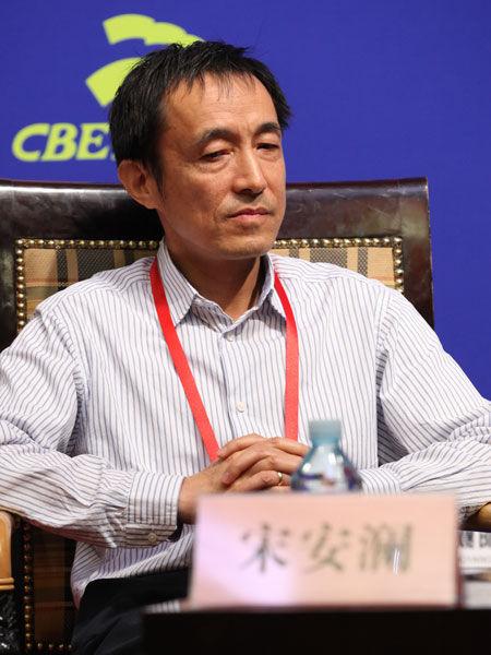 """""""2013中国金融论坛""""于2013年5月21日-23日在北京召开。上图为软银中国创业投资有限公司主管合伙人宋安澜。(图片来源:新浪财经)"""