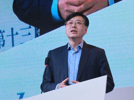 """由《中国企业家》杂志社主办的""""2014(第十三届)中国企业领袖年会""""于12月12日-14日在北京举行。上图为联想集团董事长杨元庆。(图片来源:新浪财经 梁斌 摄)"""