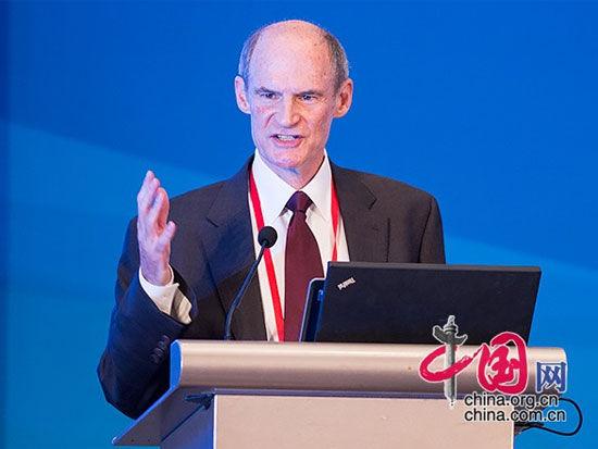 """由中国国际经济交流中心主办的""""第四届全球智库峰会""""于6月26日-27日在北京举办。上图为美国东西方研究所高级副总裁迈康纳。(图片来源:中国网)"""