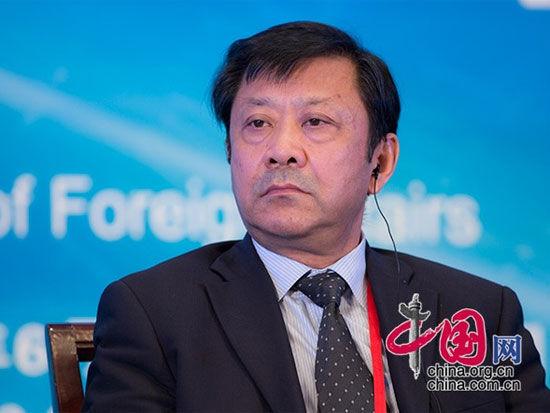 """由中国国际经济交流中心主办的""""第四届全球智库峰会""""于6月26日-27日在北京举办。上图为中国现代国际关系研究院院长季志业。(图片来源:中国网)"""