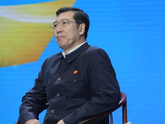 """""""首届全球社会企业家生态论坛""""于2015年11月25日-27日在北京召开。上图为亿阳集团董事长邓伟。(图片来源:新浪财经)"""