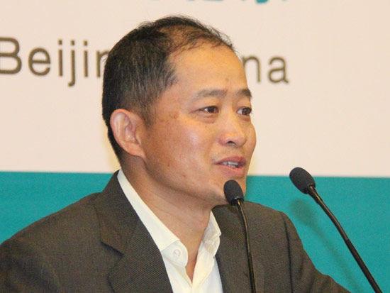 图为南方基金管理公司副董事长高良玉
