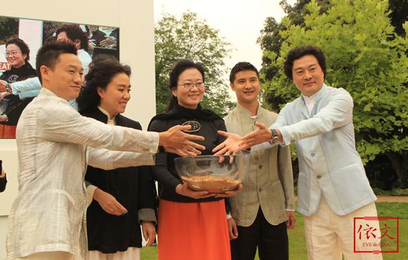 融合中国商业领袖力量的依文时装秀