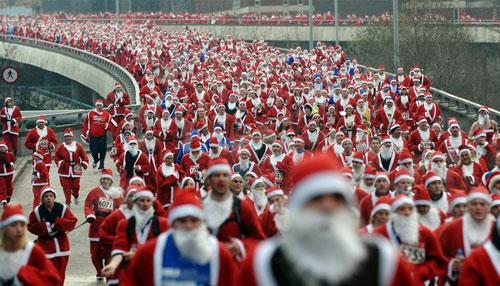 圣诞老人也疯狂:实拍世界各地圣诞老人(组图)
