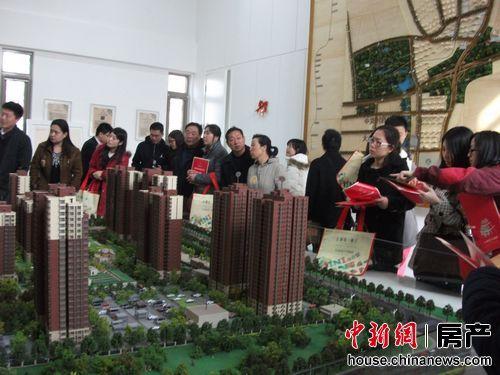 中国房地产学会副会长陈国强认为,新政以后伴随着成交量的下滑,未来价格出现环比下跌的城市数量会增加。孙建永 摄