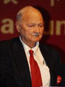 前联合国副秘书长莫里斯・斯特朗