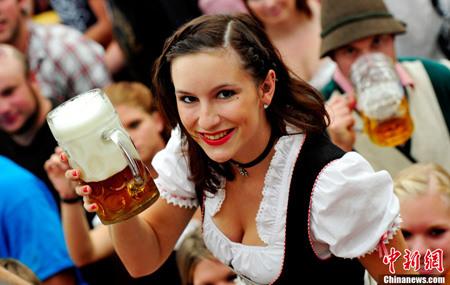 慕尼黑啤酒节庆祝创立200周年纪念(组图)
