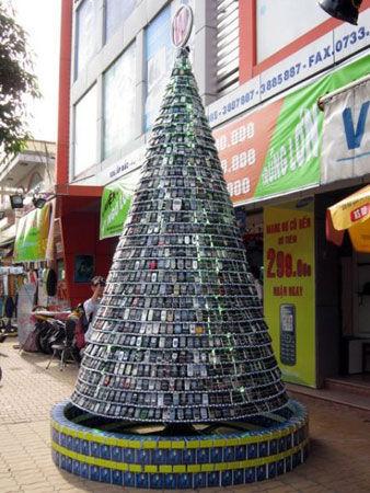 越南:2500部报废手机打造的圣诞树(图)