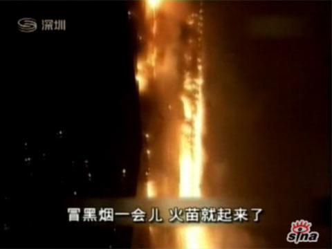 网友记录央视新址大楼烟花引燃大火过程