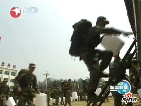 成都军区派出4000多人赴云南抗旱
