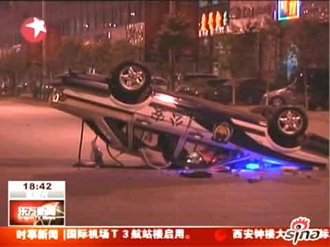 昆明民众与城管冲突 6辆执法车被掀翻