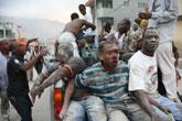 伤者被送到医院接受救治