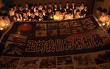 边防官兵与中学生举行哀悼活动