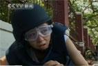 记者戴钢盔眼罩亲历冲突